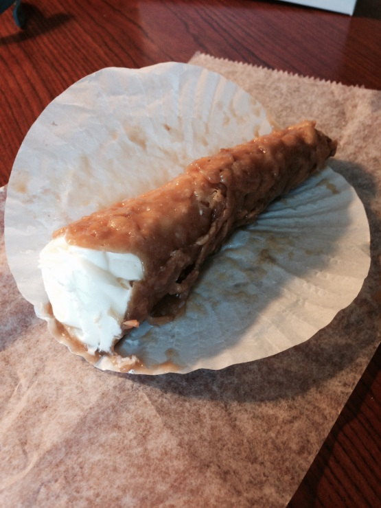 That there is a cheesecake canoli.